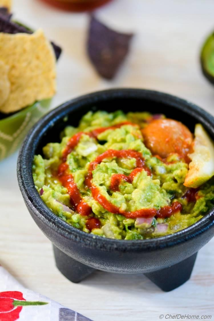 Sriracha Guacamole for Cinco De Mayo Party | chefdehome.com