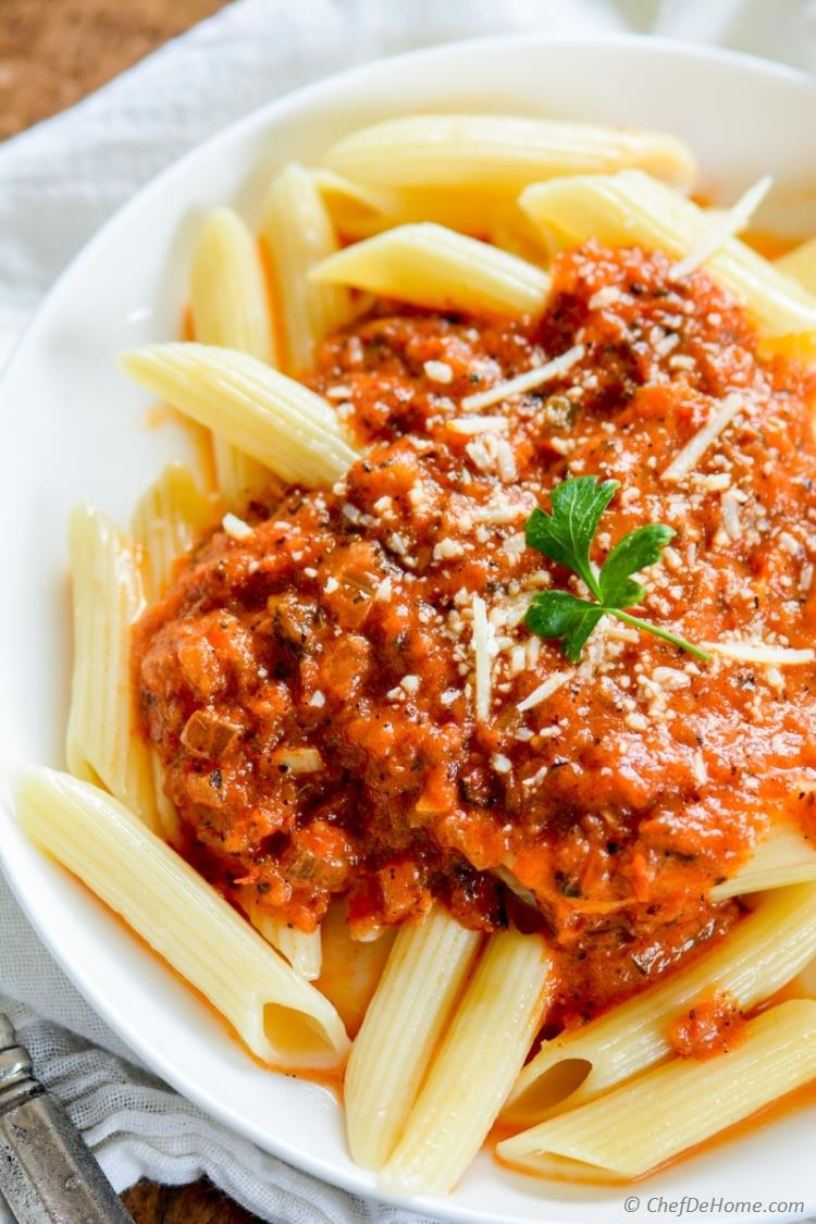 Best Italian Homemade Tomato Pasta Sauce with Fresh Tomatoes | chefdehome.com