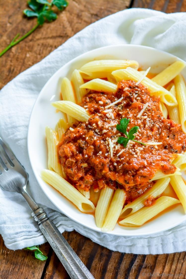 Easy Preservative Free Italian Homemade Tomato Pasta Sauce only using Fresh Tomatoes | chefdehome.com