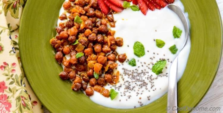 Masala Chickpeas and Yogurt Breakfast Bowl
